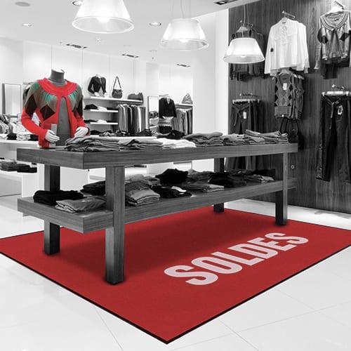 Impression tapis salon exposition personnalisé avec logo